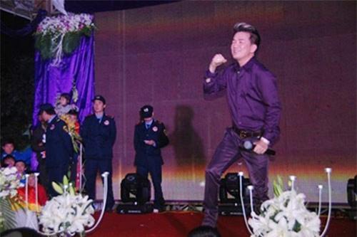Những con số cát-xê khủng của ca sĩ Việt khi đi hát đám cưới từng được tiết lộ - Ảnh 2.