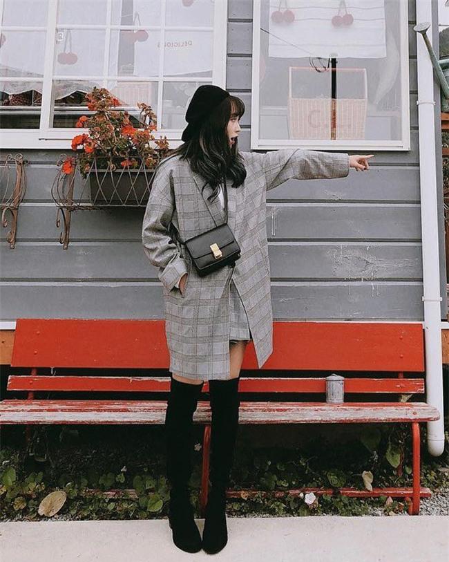 Lấn át hết mọi loại khác, boots cao đến đầu gối trở thành món đồ được diện nhiều nhất trong mùa đông năm nay - Ảnh 13.