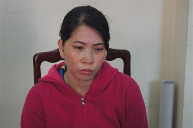 Người vợ khai do chồng đi nhậu về dọa chém nên đã đoạt dao sát hại, vứt đầu chồng vào thùng rác - Ảnh 2.