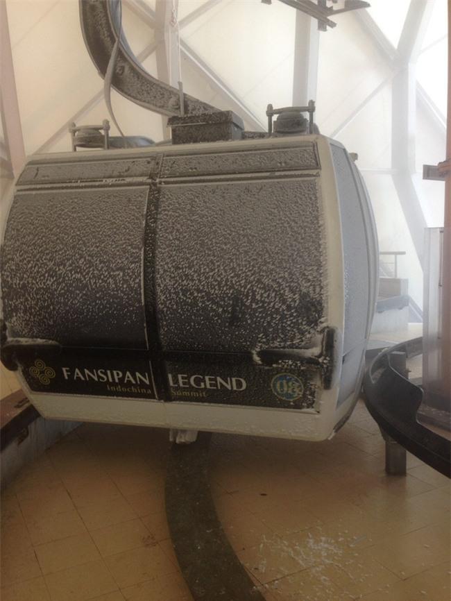 Đỉnh Fansipan trắng xóa băng tuyết khi nhiệt độ trong đêm giảm xuống -7 độ C - Ảnh 3.