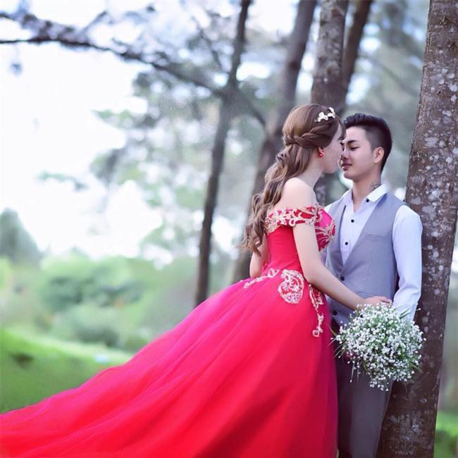 Hôn lễ có chú rể nữ, cô dâu là nam: Sau 1 tháng 2 ngày yêu nhau cặp đôi đã đòi cưới! - Ảnh 1.