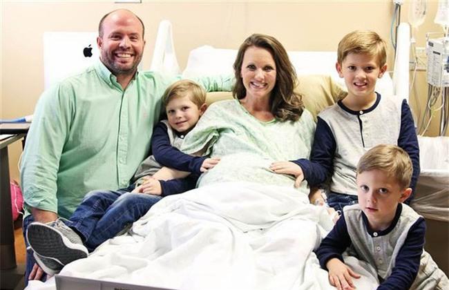 Chỉ sau 4 phút, cặp vợ chồng này đã trở thành bố mẹ của 9 đứa trẻ - Ảnh 5.