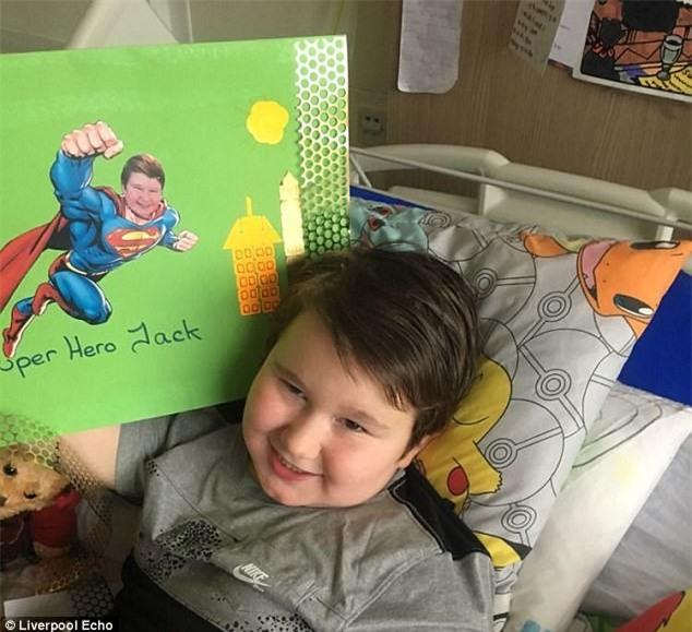 Cậu bé 8 tuổi tự tử, người mẹ đau đớn bỏ tất cả để lao vào cuộc chiến níu kéo cuộc sống của con - Ảnh 2.