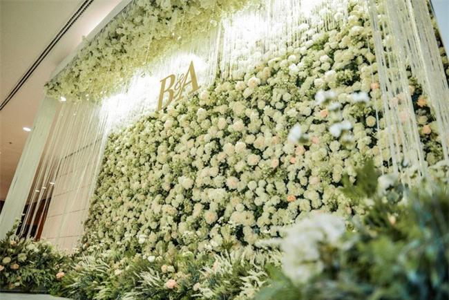 Đám cưới cổ tích với váy cưới đính 20.000 viên ngọc trai, dàn khách mời khủng và loạt xe sang của cặp đôi cậu ấm cô chiêu Hà thành - Ảnh 10.