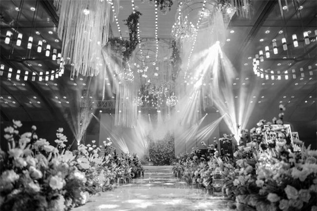 Đám cưới cổ tích với váy cưới đính 20.000 viên ngọc trai, dàn khách mời khủng và loạt xe sang của cặp đôi cậu ấm cô chiêu Hà thành - Ảnh 11.