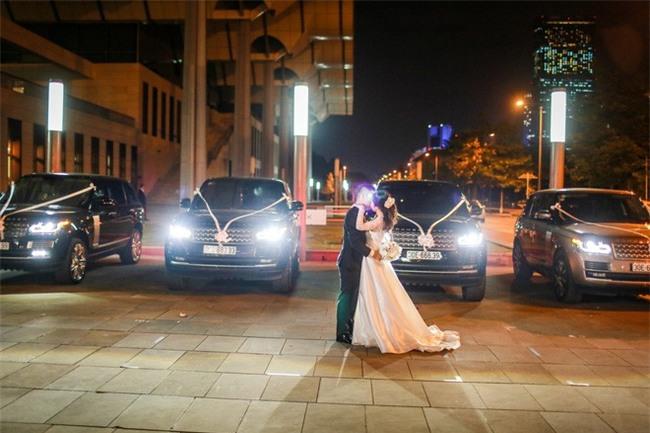 Đám cưới cổ tích với váy cưới đính 20.000 viên ngọc trai, dàn khách mời khủng và loạt xe sang của cặp đôi cậu ấm cô chiêu Hà thành - Ảnh 12.