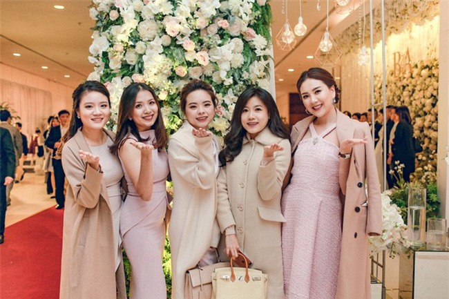 Đám cưới cổ tích với váy cưới đính 20.000 viên ngọc trai, dàn khách mời khủng và loạt xe sang của cặp đôi cậu ấm cô chiêu Hà thành - Ảnh 15.