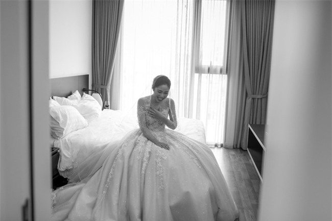 Đám cưới cổ tích với váy cưới đính 20.000 viên ngọc trai, dàn khách mời khủng và loạt xe sang của cặp đôi cậu ấm cô chiêu Hà thành - Ảnh 19.