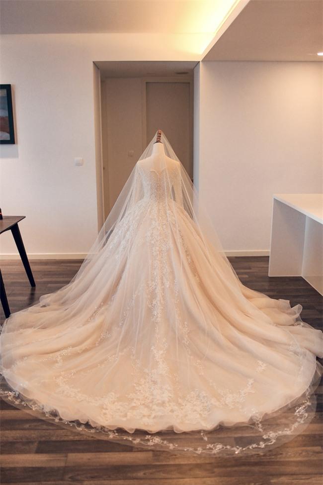 Đám cưới cổ tích với váy cưới đính 20.000 viên ngọc trai, dàn khách mời khủng và loạt xe sang của cặp đôi cậu ấm cô chiêu Hà thành - Ảnh 3.