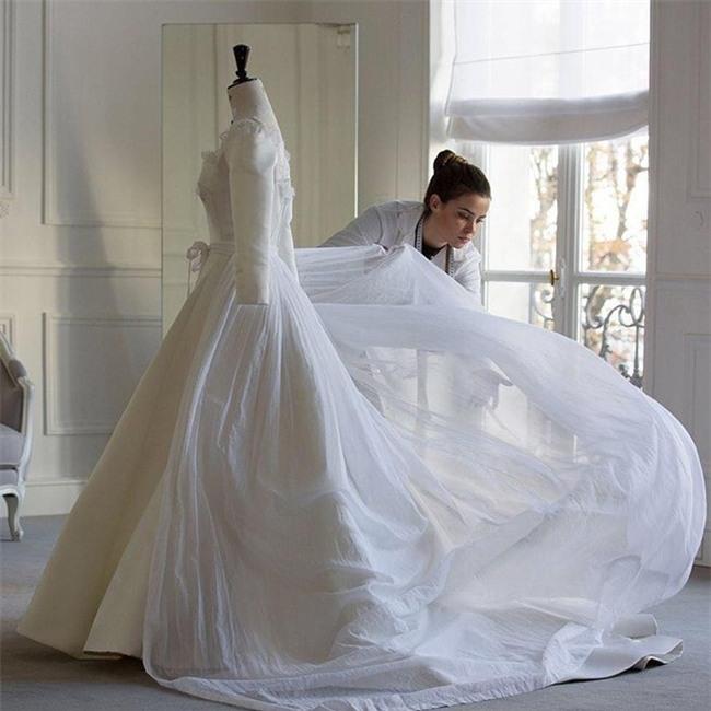Đám cưới cổ tích với váy cưới đính 20.000 viên ngọc trai, dàn khách mời khủng và loạt xe sang của cặp đôi cậu ấm cô chiêu Hà thành - Ảnh 5.