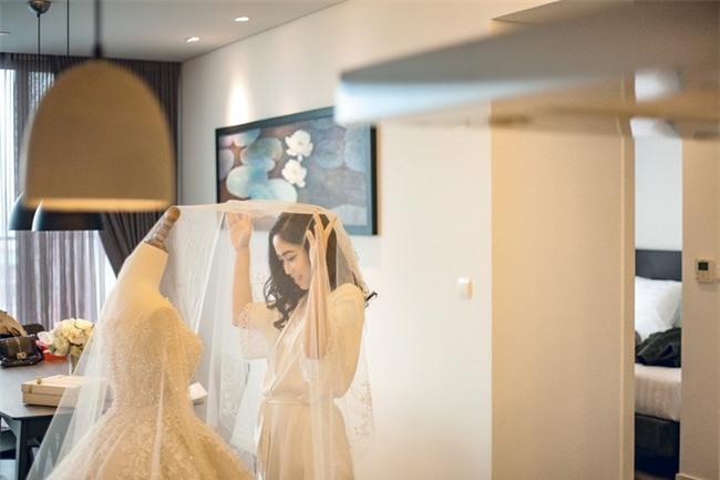 Đám cưới cổ tích với váy cưới đính 20.000 viên ngọc trai, dàn khách mời khủng và loạt xe sang của cặp đôi cậu ấm cô chiêu Hà thành - Ảnh 6.