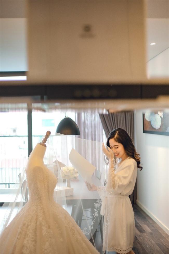 Đám cưới cổ tích với váy cưới đính 20.000 viên ngọc trai, dàn khách mời khủng và loạt xe sang của cặp đôi cậu ấm cô chiêu Hà thành - Ảnh 8.
