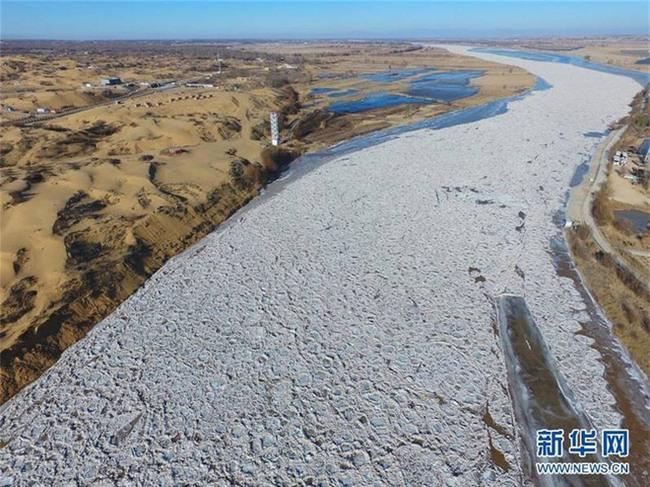 Mùa đông lạnh đóng băng cả quần ở Trung Quốc khiến nhiều người không thể tin nổi - Ảnh 3.