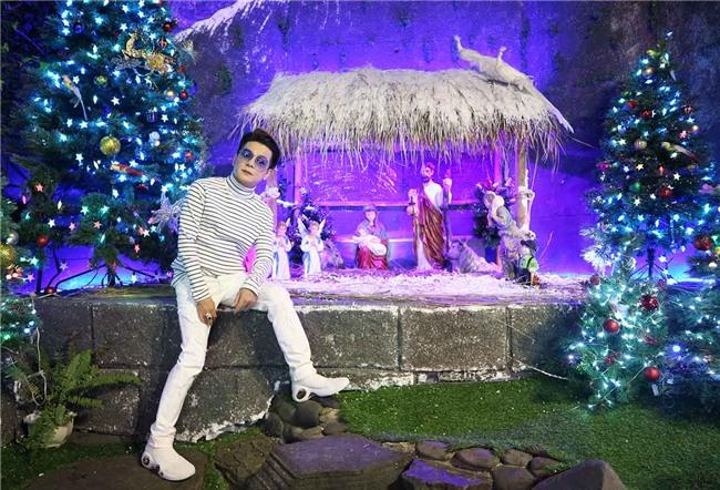 Hàng trăm người chen lấn chụp ảnh Noel tại biệt thự 3 triệu USD của Đàm Vĩnh Hưng - 14