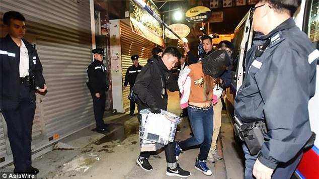 Vụ mẹ sát hại con gái rồi phân xác: Người mẹ làm việc tại hộp đêm, có dấu hiệu nghiện ma túy đá - Ảnh 2.