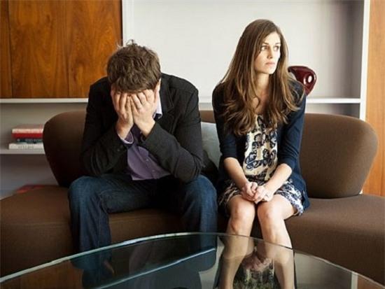 Vợ chồng tôi suýt ly hôn vì tấm thiệp cưới - Ảnh 1.