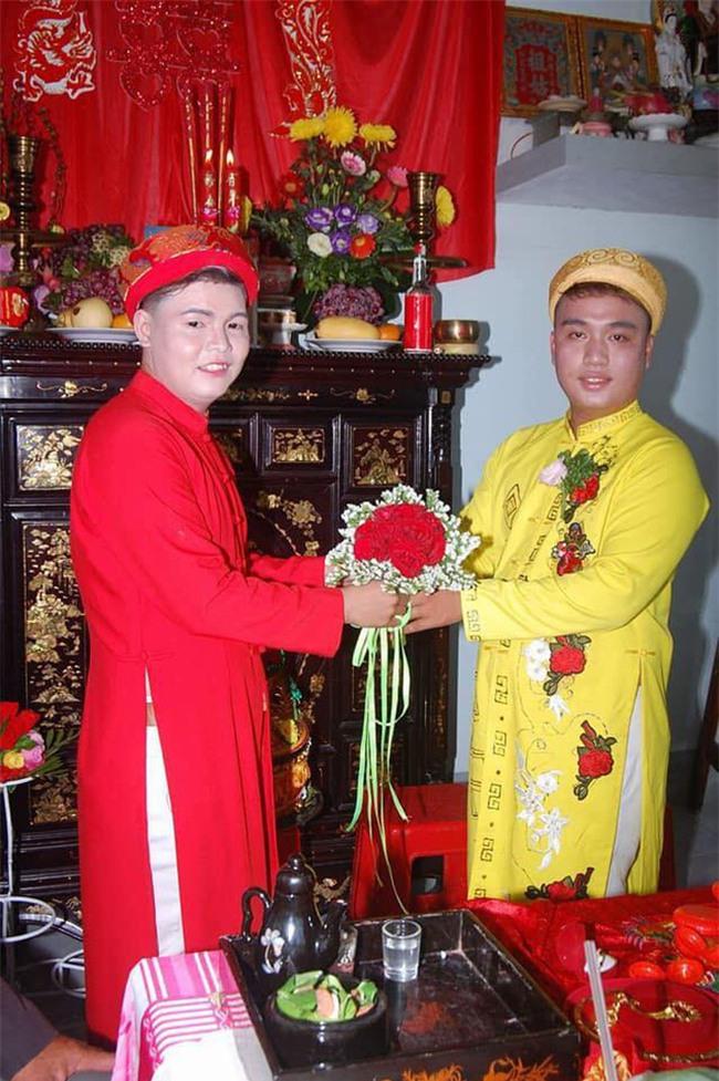 Cặp đôi đồng tính nam gây xôn xao với đám cưới hạnh phúc sau 6 năm hẹn hò
