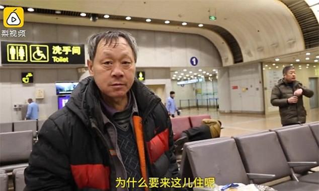 Cãi nhau với vợ, chồng bỏ nhà đi và đóng đô ở sân bay suốt 10 năm không thèm về - Ảnh 4.