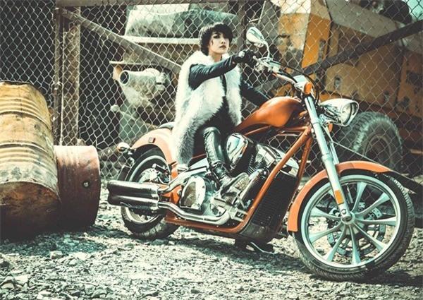 Tinna Tình từng chia sẻ, chiếc xe motorlà bạn đồng hành của cô trên mọi chặng đường, nên ít khi bán lại, chỉ thêm chứ không bớt. - Tin sao Viet - Tin tuc sao Viet - Scandal sao Viet - Tin tuc cua Sao - Tin cua Sao