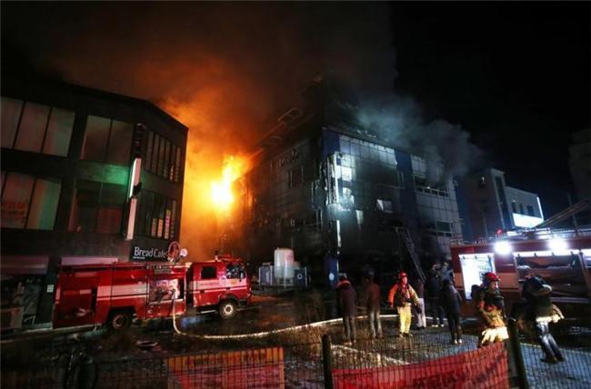 Cập nhật những hình ảnh kinh hoàng từ vụ cháy tại Hàn Quốc: 29 người chết, hàng chục người bị thương - Ảnh 2.