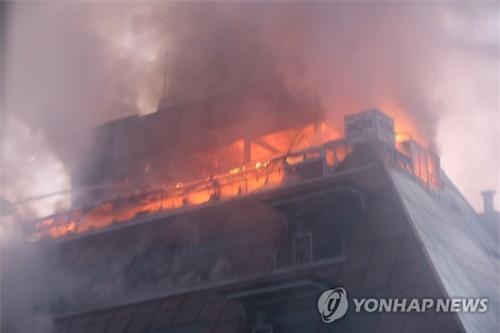 Cập nhật những hình ảnh kinh hoàng từ vụ cháy tại Hàn Quốc: 29 người chết, hàng chục người bị thương - Ảnh 3.