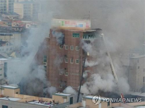 Cập nhật những hình ảnh kinh hoàng từ vụ cháy tại Hàn Quốc: 29 người chết, hàng chục người bị thương - Ảnh 4.