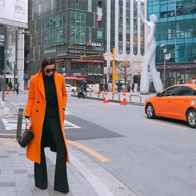 Lâu lắm mới thấy Kỳ Duyên diện đồ điệu, còn Hà Tăng thì đẹp khỏi bàn trong street style tuần này - Ảnh 6.