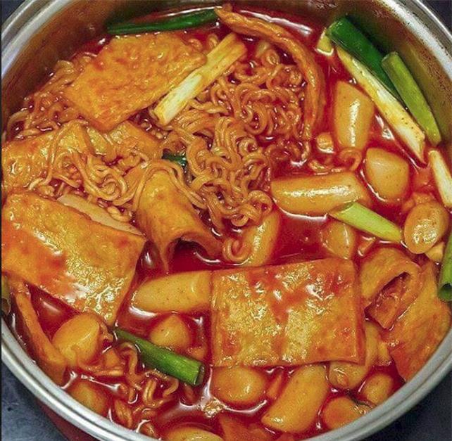 Háo hức mua online lẩu tokbokki Hàn Quốc, mẹ trẻ chưng hửng nhận về hộp đồ lèo tèo kèm 3 muỗng nước sốt - Ảnh 4.