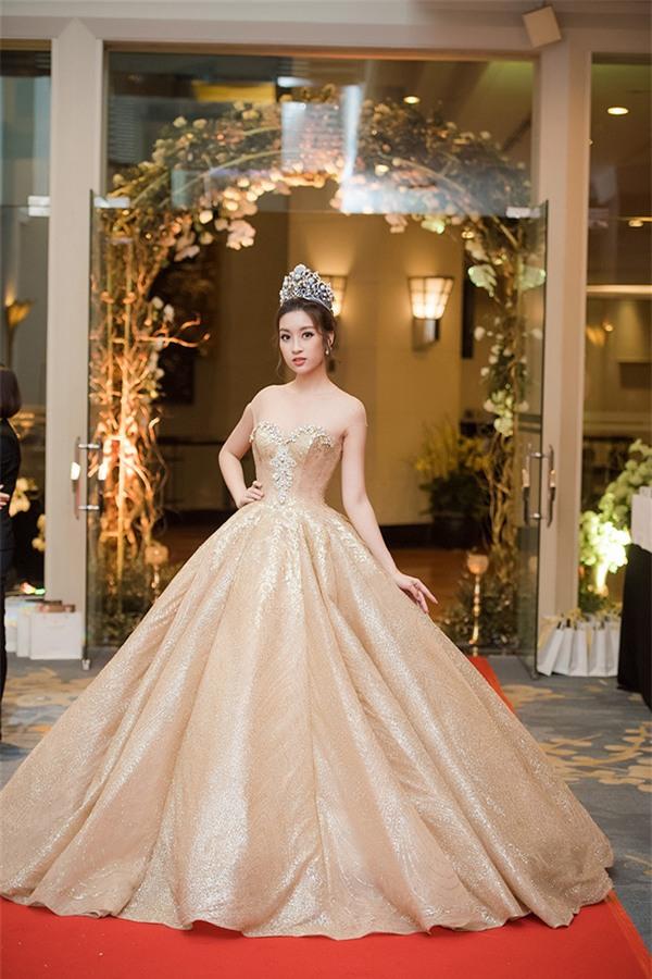 Top 5 nữ hoàng thảm đỏ showbiz Việt năm 2017-2