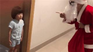 Clip: Duy Mạnh lầy lội cải trang ông già Noel, tỉnh bơ troll con trai - Ảnh 2.
