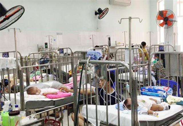 Bệnh viện Nhi đồng 1 đang điều trị khoảng 250 trường hợp bệnh nhi mắc các bệnh về đường hô hấp