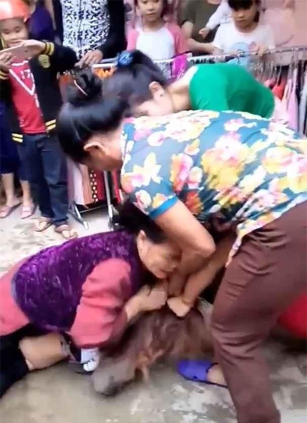 Năm 2017 và những đòn đánh ghen khiến Hoạn Thư cũng phải khóc thét - Ảnh 1.