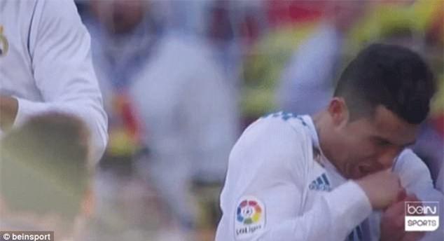 Khuôn mặt đáng thương của Ronaldo bị antifan chế giễu - Ảnh 3.