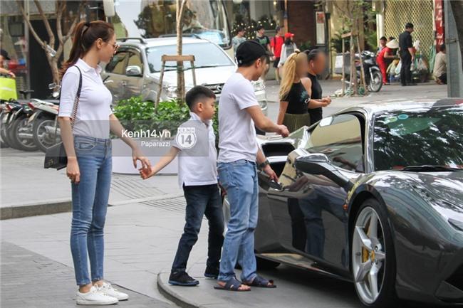 Diện đồ ton sur ton, Cường Đô la - Đàm Thu Trang và Subeo nổi bật với siêu xe trên phố - Ảnh 3.