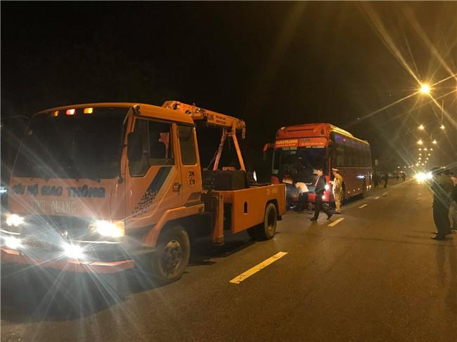 Huế: Bị xe khách Phương Trang kéo lê hàng chục mét, 2 thanh niên chạy xe máy chết thảm