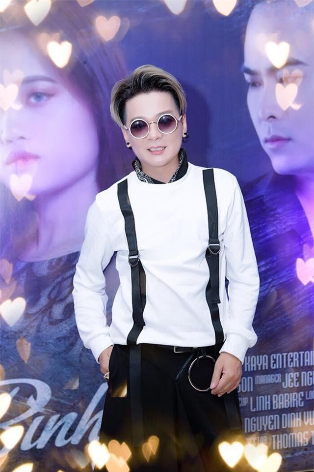 Tùng Dương hát Bolero, Vũ Hà: Coi clip tôi chỉ biết cười - Ảnh 2.