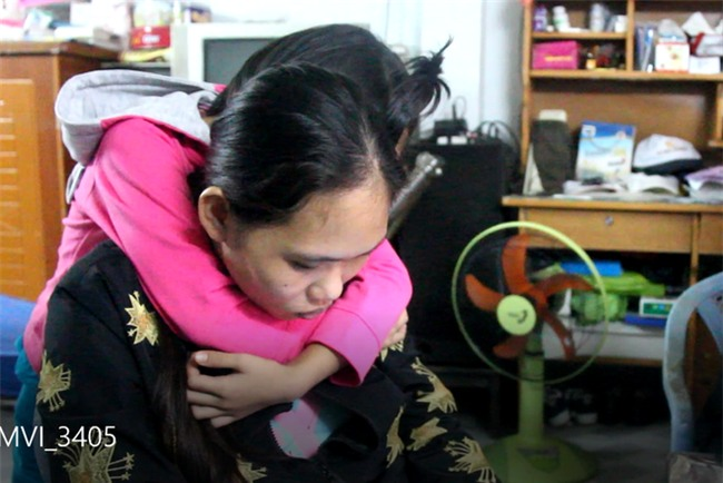 Thực hư việc mẹ của bé gái 7 tuổi phải nghỉ học ở nhà trông em ôm tiền trốn đi, bỏ mặc con gái? - Ảnh 5.