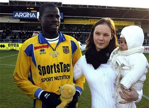Cựu sao Arsenal: Sống chui lủi, nghèo đến cùng cực, không đủ tiền mua nổi máy giặt - Ảnh 3.