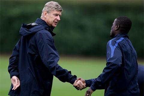 Cựu sao Arsenal: Sống chui lủi, nghèo đến cùng cực, không đủ tiền mua nổi máy giặt - Ảnh 4.