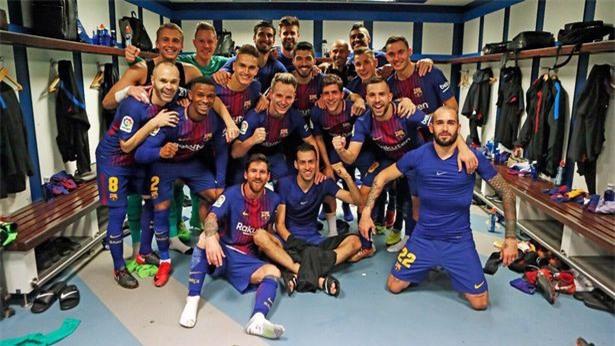 5 phát hiện từ bức ảnh ăn mừng của cầu thủ Barca ở El Clasico - Ảnh 1.
