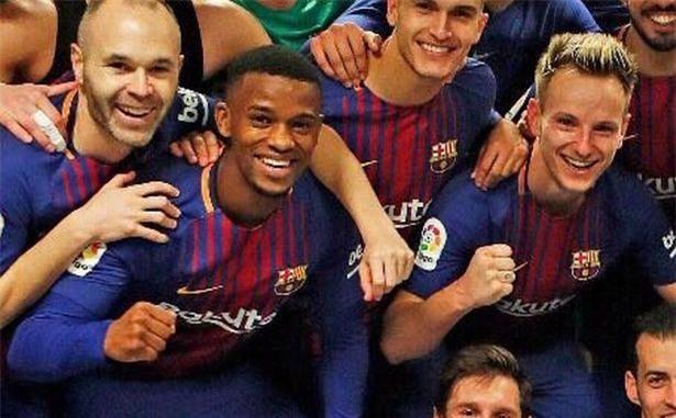 5 phát hiện từ bức ảnh ăn mừng của cầu thủ Barca ở El Clasico - Ảnh 6.