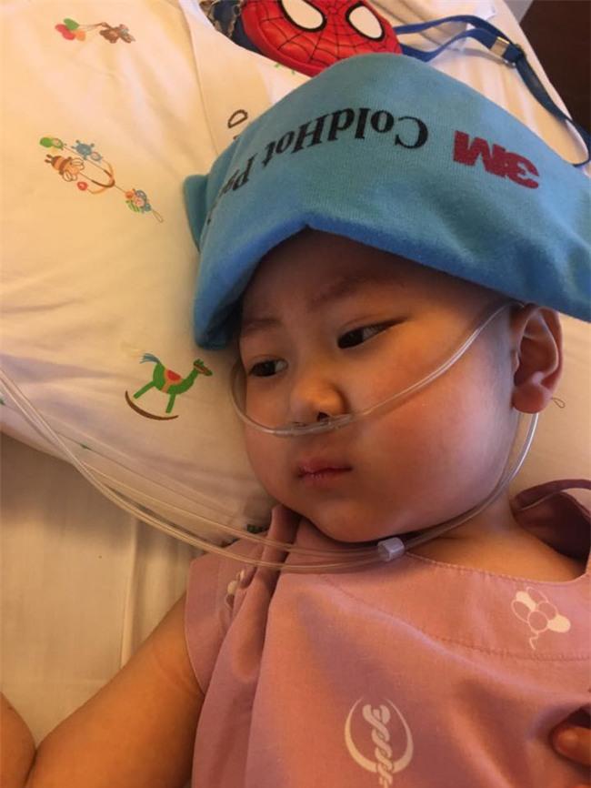 Nhật ký đẫm nước mắt của người mẹ cùng con chiến đấu với ung thư: Ngày phát hiện con bị ung thư máu, cả thế giới dường như sụp đổ dưới chân mẹ - Ảnh 4.