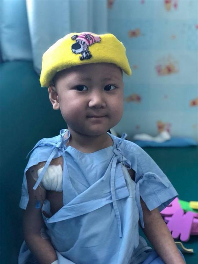 Nhật ký đẫm nước mắt của người mẹ cùng con chiến đấu với ung thư: Ngày phát hiện con bị ung thư máu, cả thế giới dường như sụp đổ dưới chân mẹ - Ảnh 5.