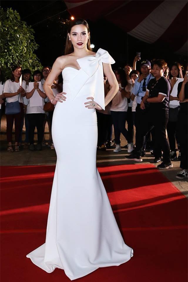 Năm 2017, đây là những người đẹp xứng danh nữ hoàng thảm đỏ showbiz Việt - Ảnh 27.