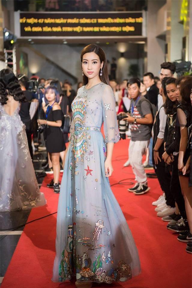Năm 2017, đây là những người đẹp xứng danh nữ hoàng thảm đỏ showbiz Việt - Ảnh 8.