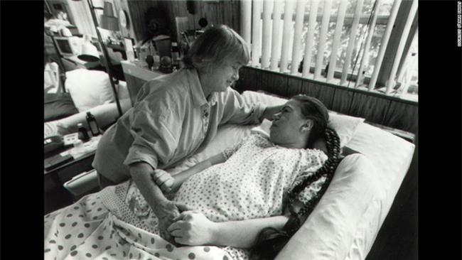 """""""Mẹ ơi đừng bỏ con"""" - lời khẩn cầu của con gái trong phòng cấp cứu và sự kiên trì của người mẹ gần 4 thập kỉ - Ảnh 4."""