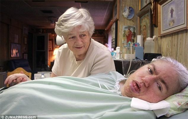 """""""Mẹ ơi đừng bỏ con"""" - lời khẩn cầu của con gái trong phòng cấp cứu và sự kiên trì của người mẹ gần 4 thập kỉ - Ảnh 5."""
