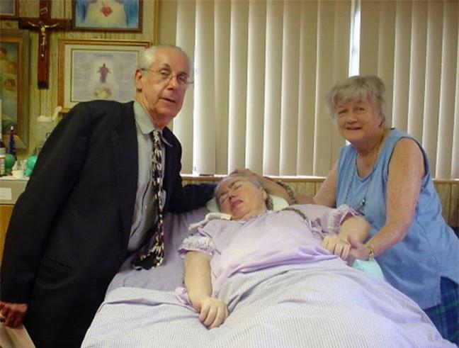 """""""Mẹ ơi đừng bỏ con"""" - lời khẩn cầu của con gái trong phòng cấp cứu và sự kiên trì của người mẹ gần 4 thập kỉ - Ảnh 6."""