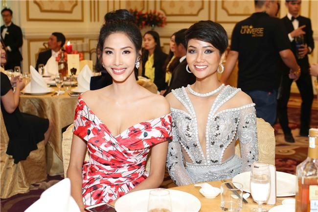 Hoàng Thùy mặt trắng bệch, ngày càng bánh bèo tại Hoa hậu Hoàn vũ VN - Ảnh 2.
