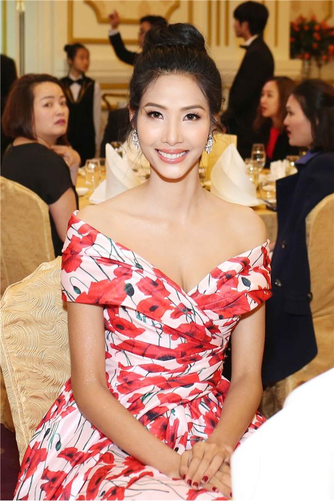 Hoàng Thùy mặt trắng bệch, ngày càng bánh bèo tại Hoa hậu Hoàn vũ VN - Ảnh 3.